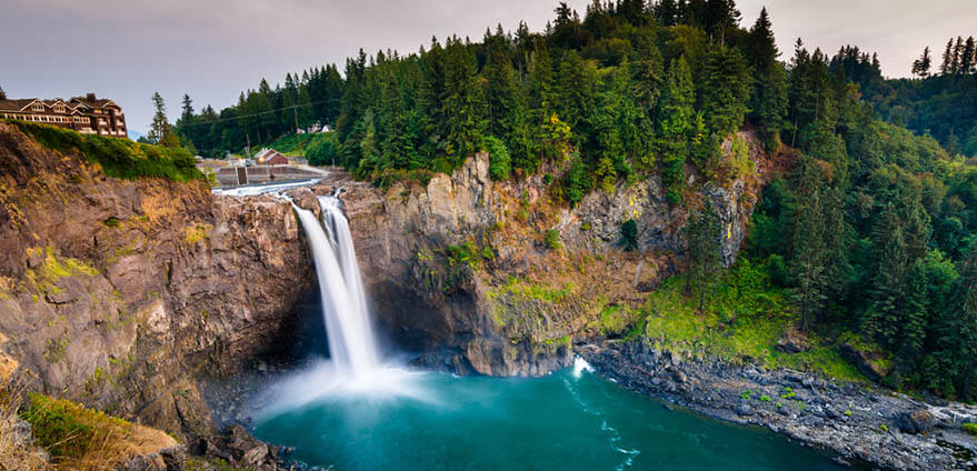 A breathtaking view of Snoqualmie Falls in Washington State on a hazy morning